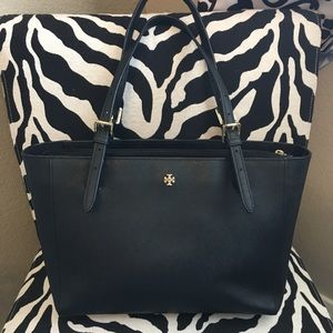 Tory Burch Small York Buckle Tote - Black